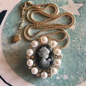 NEW✨ Betsey Johnson Vintage Cameo Pendant Necklace